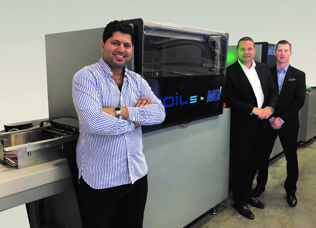 image of iPrint Media and Konica Minolat Execs with the MGI JetVarnish 3DS with iFoil S